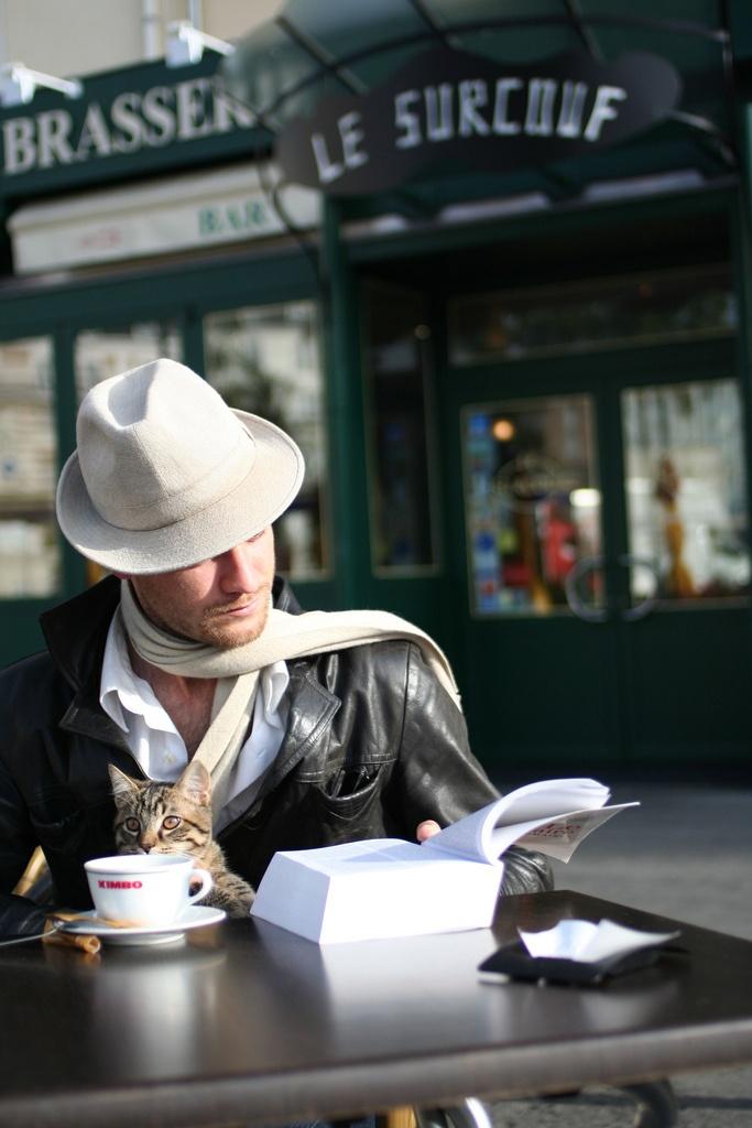 book cat hat